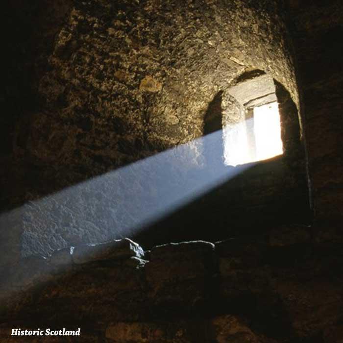 castello-di-craigmillar-finestra-raggio-luce