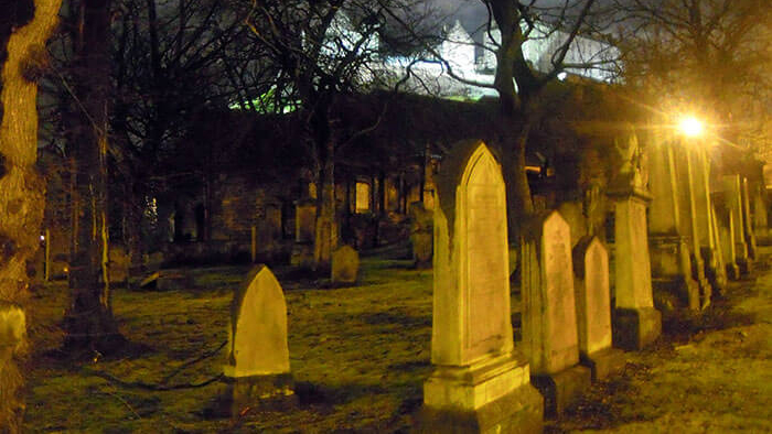 cimitero durante il tour dei fantasmi