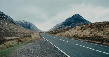 Viaggio in Scozia? Segreti per scegliere tra noleggio auto o tour in autobus