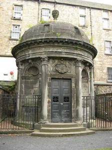Il Mausoleo di G. Mackenzie, detto Mausoleo Nero, Edimburgo