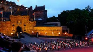 Performance del Military Tattoo al castello di Edimburgo
