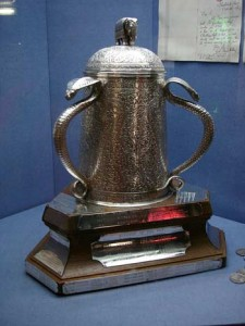 Calcutta Cup, che giocano la Scozia e l'Inghilterra. Wikipedia.org