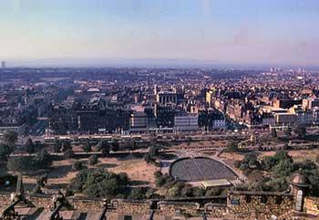 Vista della New Town dai bastioni del Castello di Edimburgo