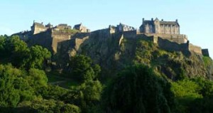 Edinburgh_Castle_from_the_North, by Kim Traynor, CC, httpen.wikipedia.orgwikiEdinburgh_Castle#mediaviewerFileEdinburgh_Castle_from_the_North.JPG