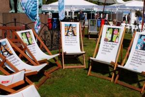 Sedie da lettori al book festival