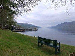 Panchina sulle rive di Loch Ness